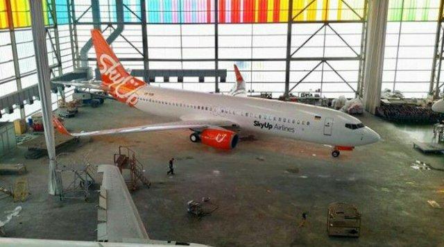 В сети появилось фото Boeing 737-800 компании SkyUp в полной ливрее