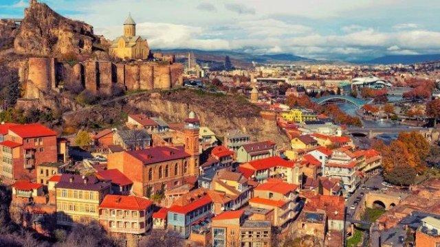 На улицы Тбилиси вышла туристическая полиция