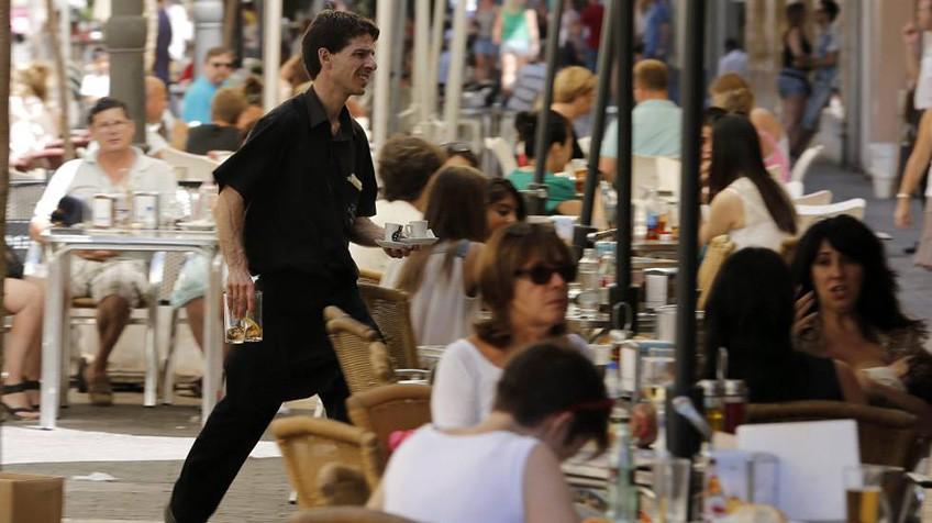 Испанцы тратят в барах, кафе и ресторанах в среднем €1900 в год на человека