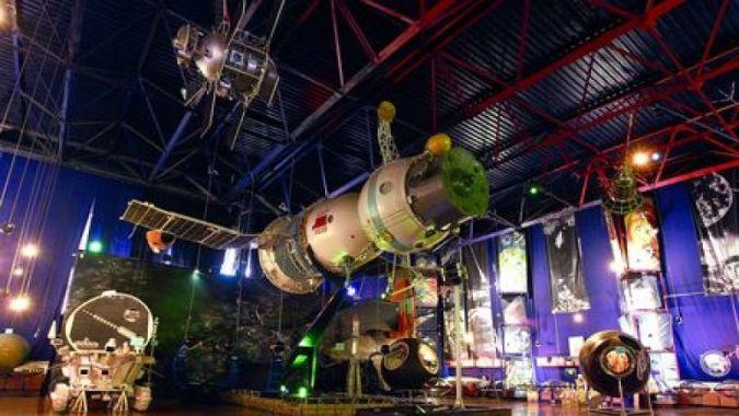 Робот-экскурсовод из Житомирского музея космонавтики учит украинский