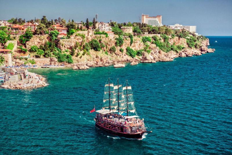 С начала года Анталия приняла почти 4 млн иностранных туристов