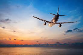 Спрос на авиабилеты в США упал в два раза