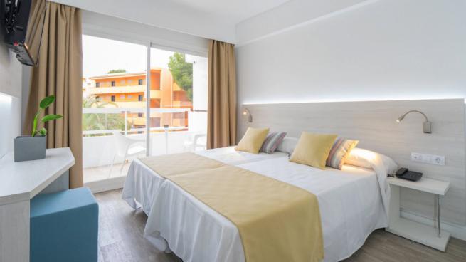 Сеть отелей BlueBay Hotels готова предложить 20 рабочих мест беженцам с «Аквариуса»