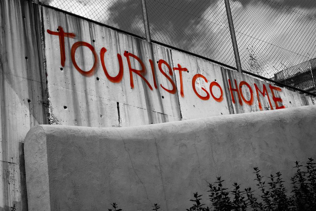 «Овертуризм» или города, где туристам не рады