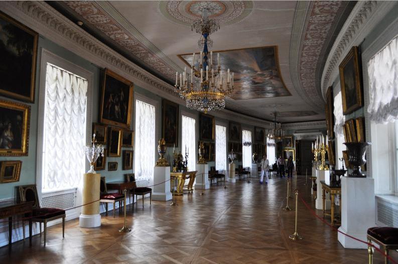Турист из Сибири выпил и заночевал в Павловском дворце