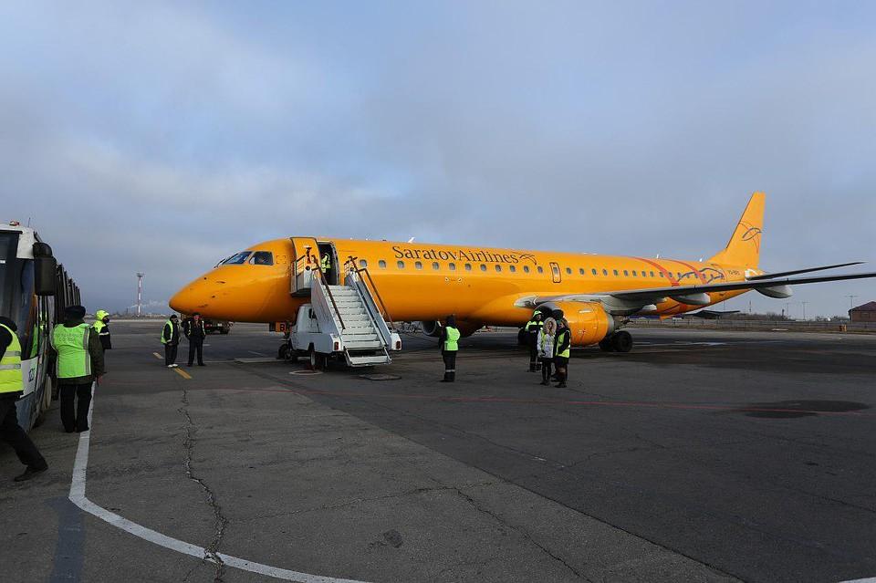 Туристов «Саратовских авиалиний» распределили на пять перевозчиков
