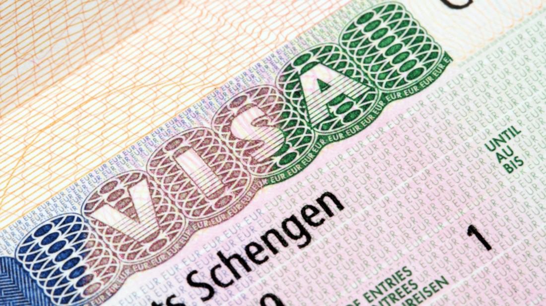 ЕС: визовый сбор для туристов повысится до €80
