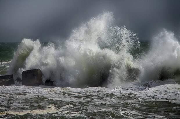 МИД РФ предупредил туристов о шторме на популярных курортах Мексики