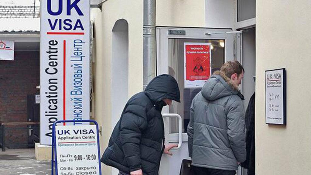 Российским туристам при получении британской визы разрешили оставлять при себе паспорт