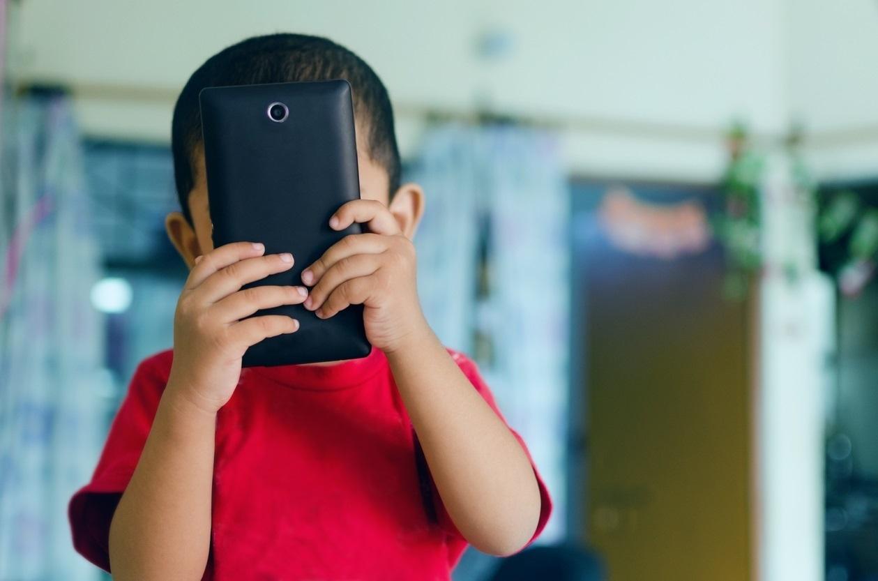 Почти у 17% испанских детей в возрасте до 10 лет уже есть мобильный телефон
