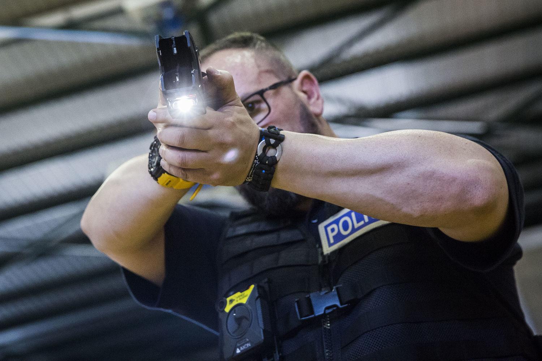 Национальная полиция Каталонии получит в свое распоряжение электрошоковые пистолеты Taser