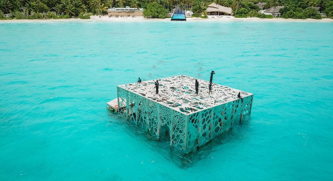 В Fairmont Maldives Sirru Fen Fushi открывается подводный музей