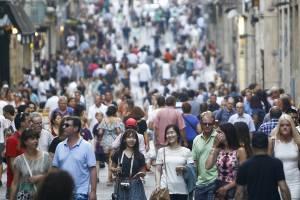 Французские достопримечательности борются с наплывом туристов