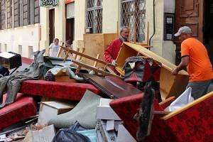 Улицы в центре Рима превращаются в гигантскую свалку