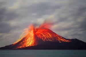 В Индонезии активизировались вулканы и комары
