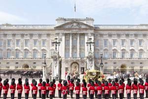 Букингемский дворец открыл свои двери для публики