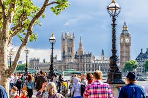 Чтобы привлечь туристов, лондонцев заставят… ходить пешком