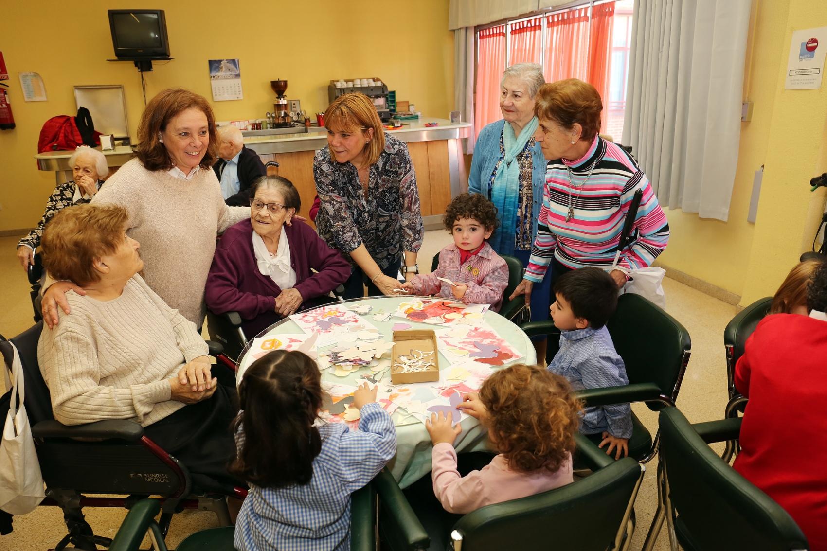 Совместные «летние школы» для детей и пенсионеров – новое явление в общественной жизни Испании