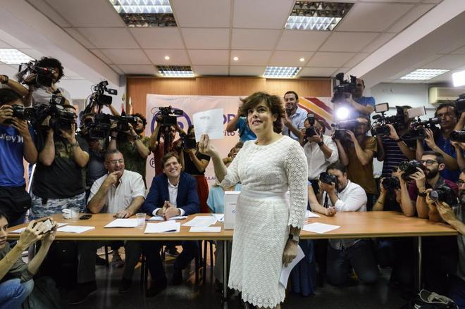 Сорайя Саенс де Сантамария победила в первом туре выборов главы «Народной партии»