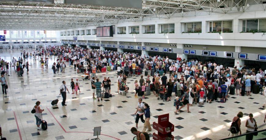 543 украинских туриста застряли в Турции