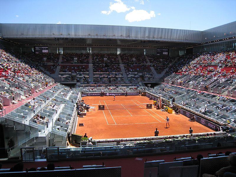 Руководство Открытого чемпионата по теннису требует построить новый корт в Мадриде
