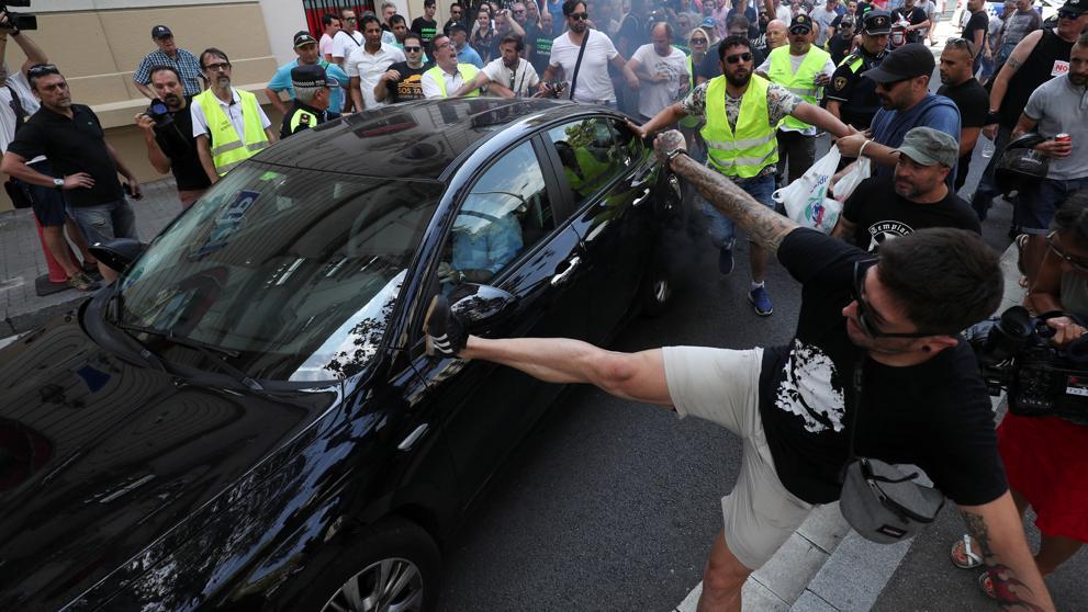 Компании Uber и Cabify приостановили деятельность в Барселоне из-за нападений на их водителей