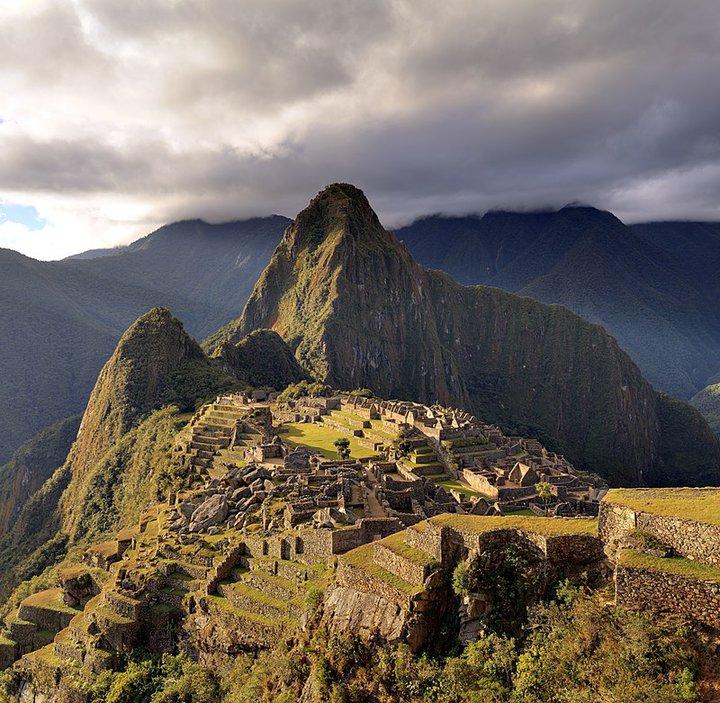 Вид на гору Уайна-Пикчу и руины Мачу-Пикчу. Фото: Wikipedia Commons