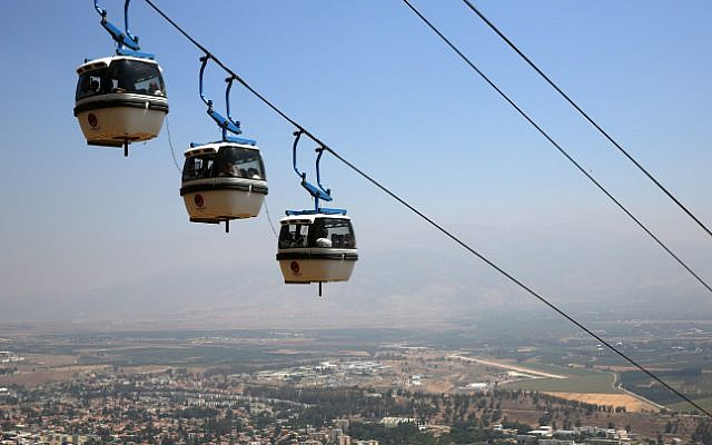 В Израиле туристок не допустили на канатную дорогу из-за протестов ультраортодоксов ехать вместе с ними