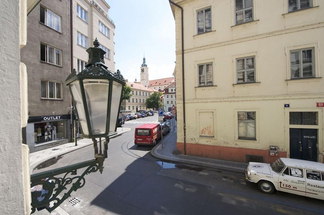 В центре Праги эвакуировали сотни туристов из-за утечки газа
