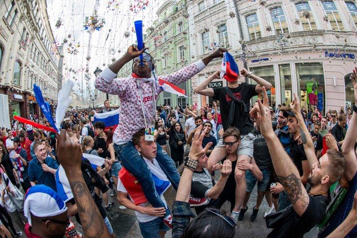 Безвизовый въезд в Россию для иностранных болельщиков продлят до конца года