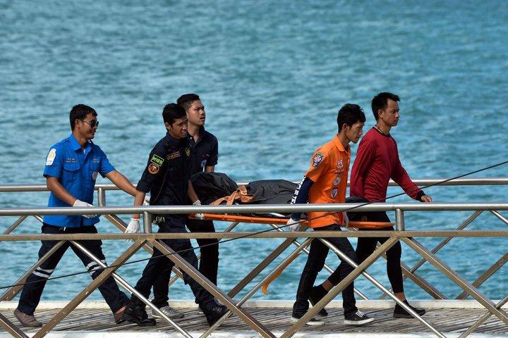 40 туристов погибли из-за перевернувшейся лодки у острова Пхукет