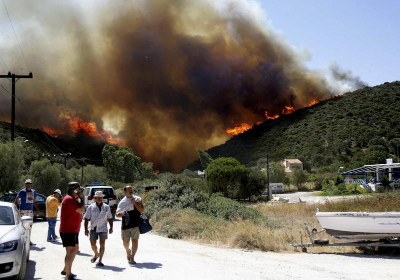В Греции объявлена чрезвычайная ситуация из-за пожаров, среди жертв есть туристы