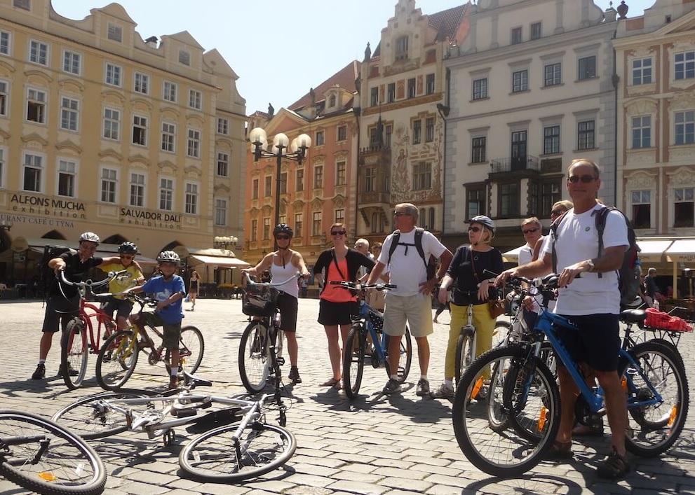 В Праге для защиты туристов введут запрет на велосипеды
