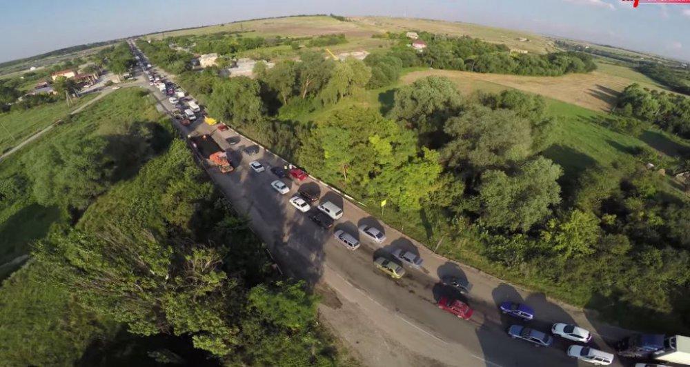 Крым встал в пробках