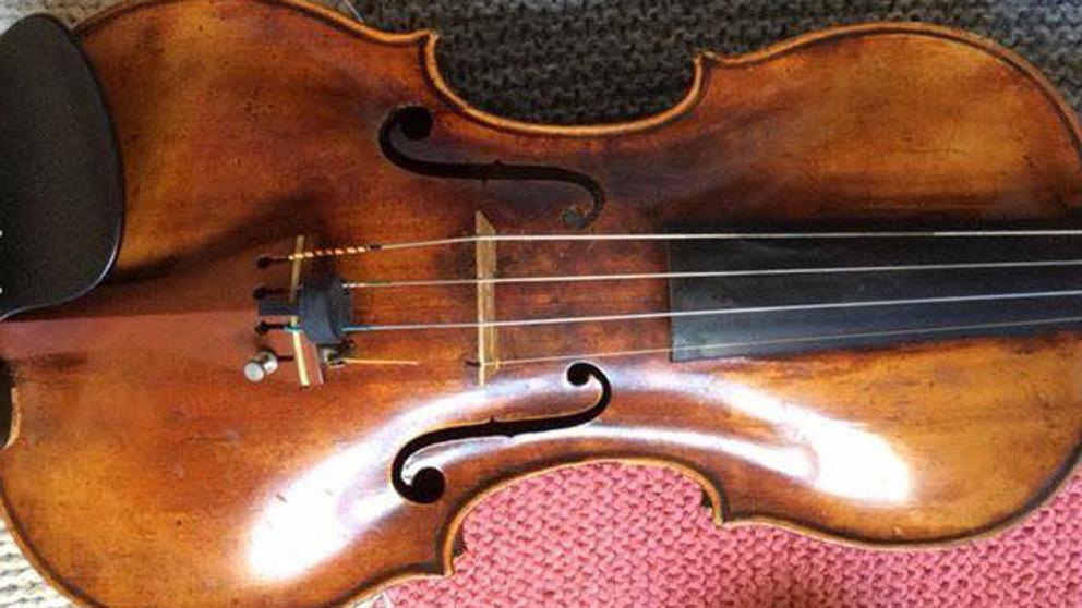 Украденную скрипку ценой €40 000, продававшуюся за €7, нашла каталонская полиция