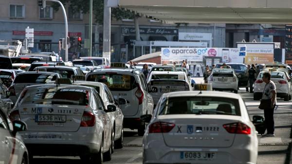 Таксисты бастуют по всей Испании