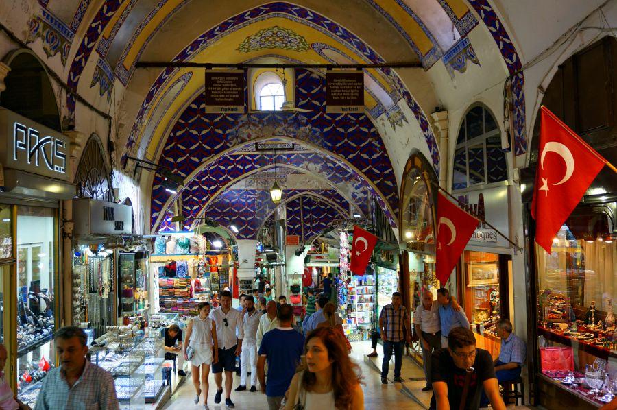 Российский шоптурист массово пошел в Турцию