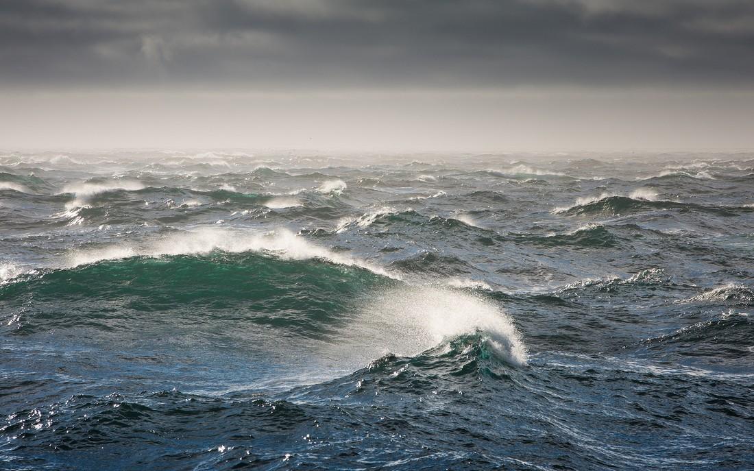 МИД предупредил туристов о шторме на курортах ЮВА