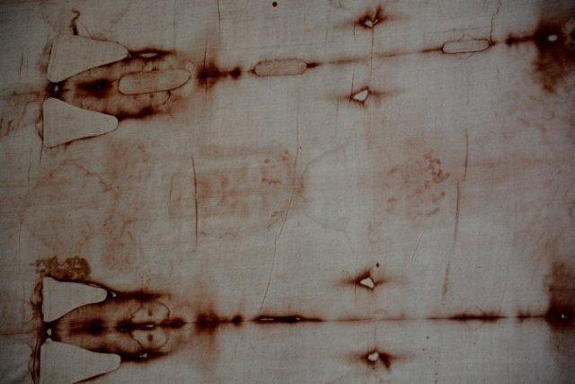Криминалисты: половина крови на плащанице не может быть настоящей