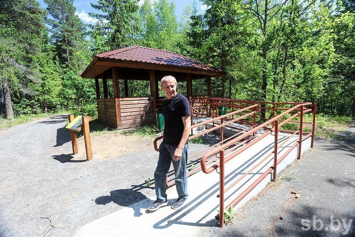 В Воложинском районе открыли первую в стране экологическую тропу для людей с инвалидностью