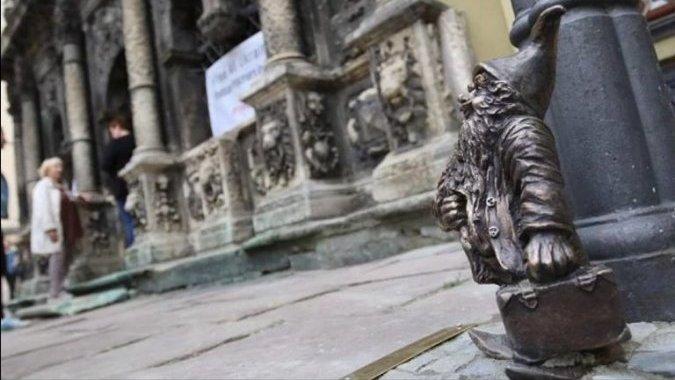 С чемоданом во Львов: вроцлавский гном переехал