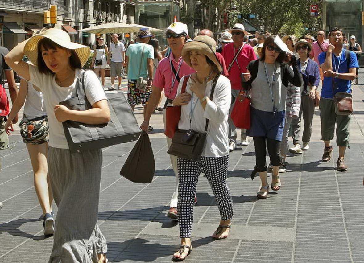 Число посетивших Испанию иностранных туристов выросло менее чем на 2% по сравнению с прошлым годом