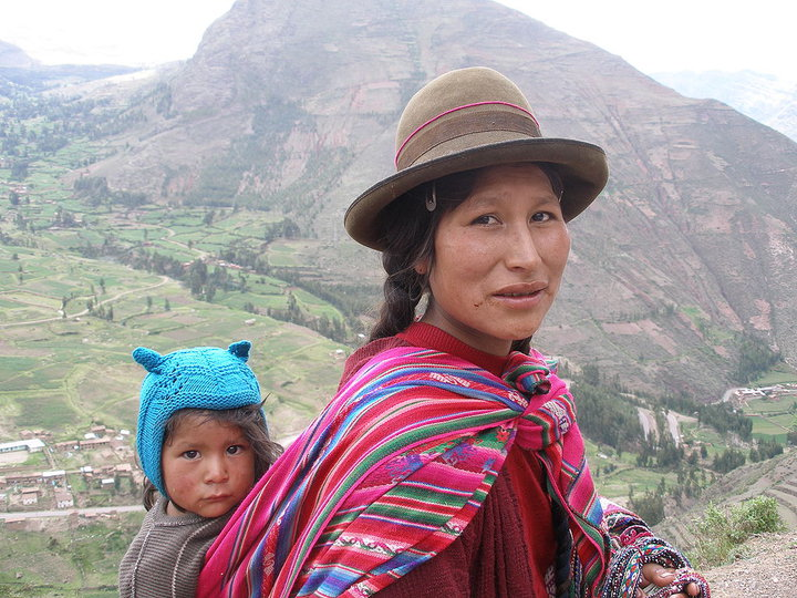 Женщина-кечуа с ребенком. Фото: Википедия
