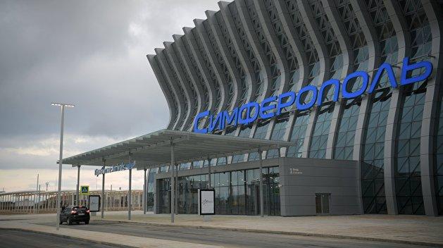 Телефонные террористы остановили аэропорт Симферополя: задержано 5 рейсов