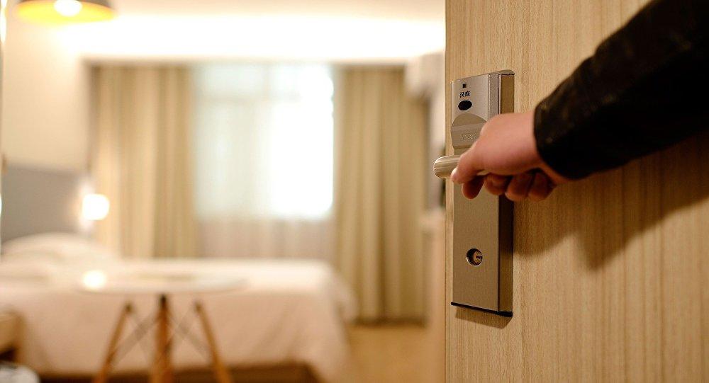 Пьяные российские туристы попытались сбежать из Турции после погрома в отеле