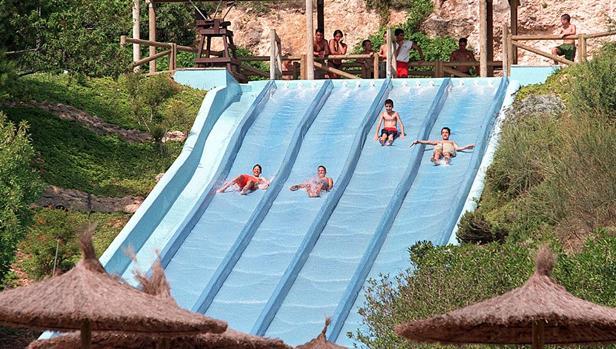 10 самых недорогих аквапарков Испании
