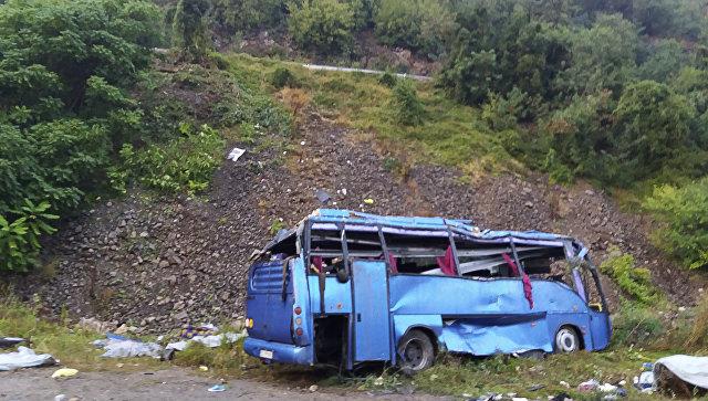 Туристический автобус перевернулся в горах Болгарии, 16 погибших