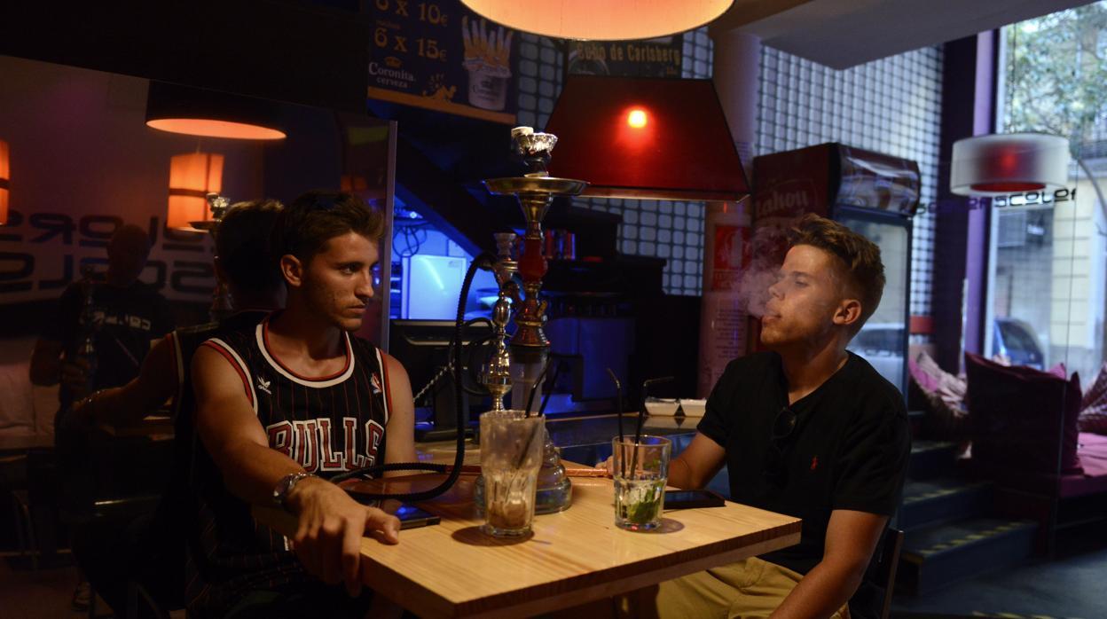 У испанской молодежи набирает популярность курение кальяна
