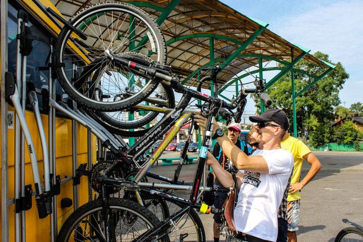 На Августовский канал начал курсировать автобус с креплениями для велосипедов