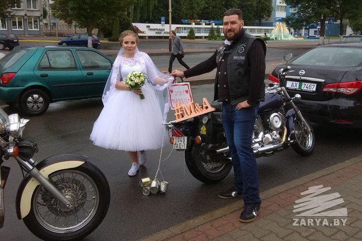 Молодожены из Барановичей отправились в свадебное путешествие на мотоцикле за полярный круг